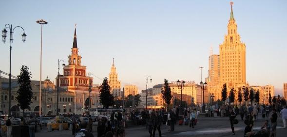 Moskova lenin tren garı önü soldaki bina kazan tren garı